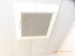 天井換気扇カビで詰まっている
