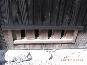 開閉式の床下窓。まるでWB工法