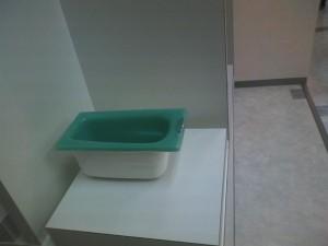 ターコイズブルーの浴槽模型