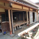 縁側はアルミサッシから木製建具に