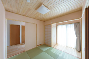 和紙畳、柾目小幅の天井板