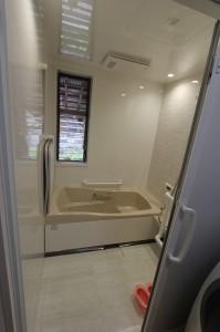 お風呂はタカラスタンダード社製。ホーローの浴槽が気に入られた。
