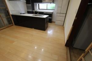 床はハードメイプル仕様。いつものつや消しではなく、今回は光沢のあるもの。